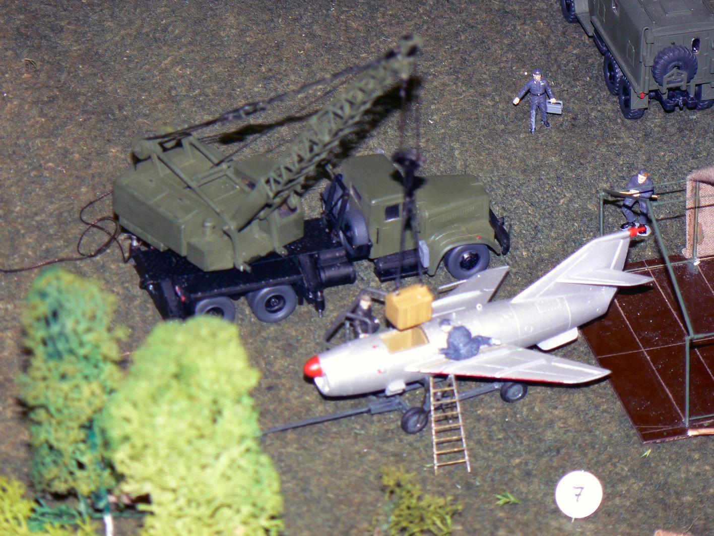 """Einsätzen des Gefechtskopfes in die Rakete """"S2"""" Modell: WM"""
